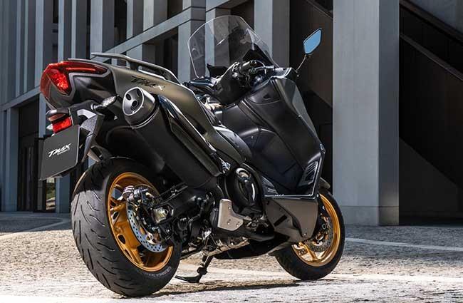 2021-Yamaha-TMAXTechMax-MOTOBOOM-3-650×1[1]